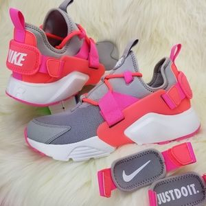 NEW NIKE AIR HUARACHE CITY LOW wmn Sneakers Shoes